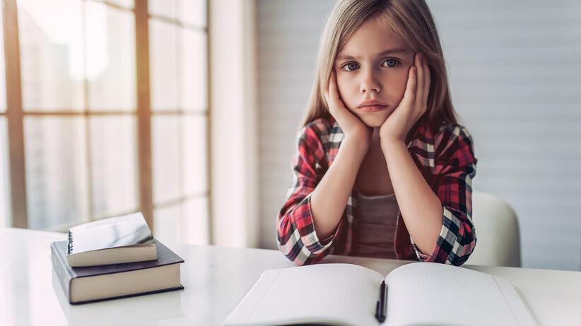 Dziewczynka przy nauce