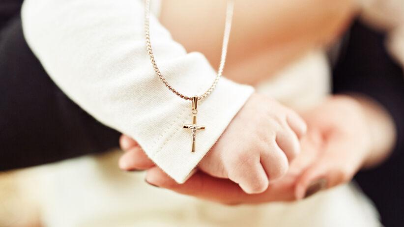 Ile dać na chrzest 2021 jako ojciec chrzestny, od chrzestnej, od dziadków, siostrzenicy?
