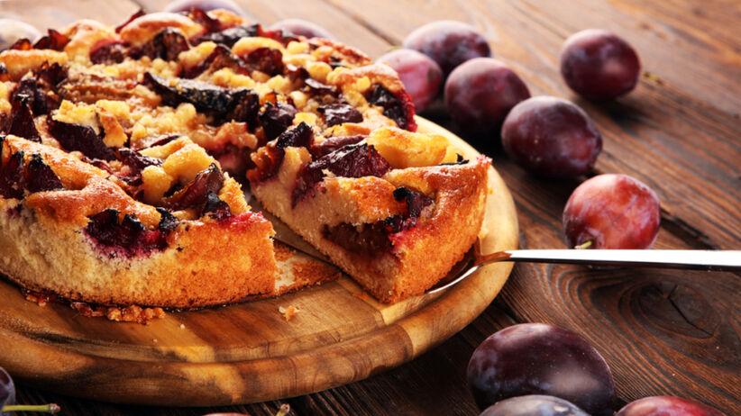 Ciasto z ricottą i śliwkami - prosty przepis na puszysty placek