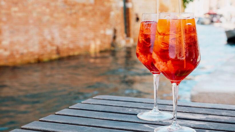 Aperol Spritz: co to za drink? Przepis na domowy Aperol Spritz
