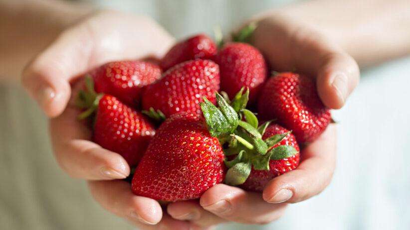 Pijane truskawki podbijają TikToka - przepis na drunken strawberries