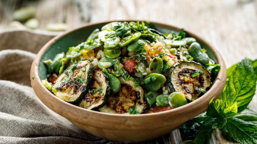 Przepisy na dania z bobem: pierogi, makaron, sałatka