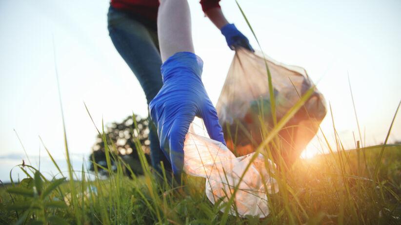 Sennik śmieci - znaczenie snu. Co oznaczają śmieci we śnie?