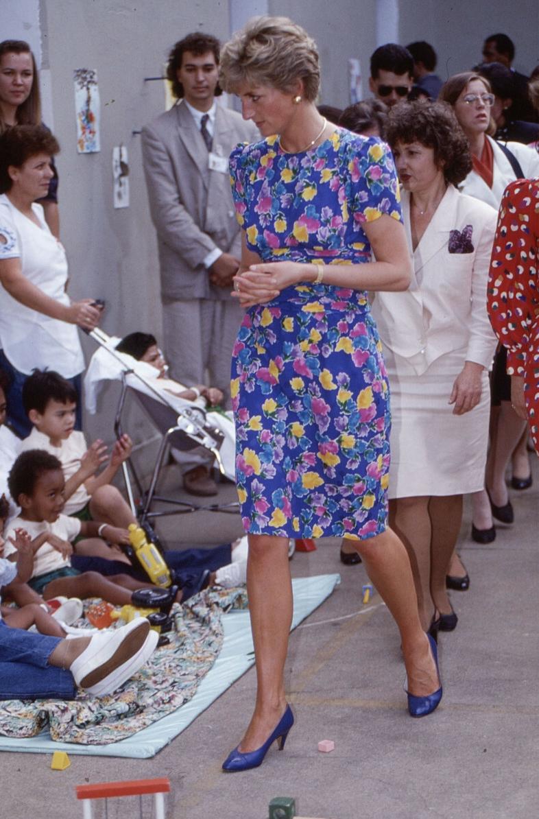 Księżna Diana w jaskrawej sukience w kwiaty