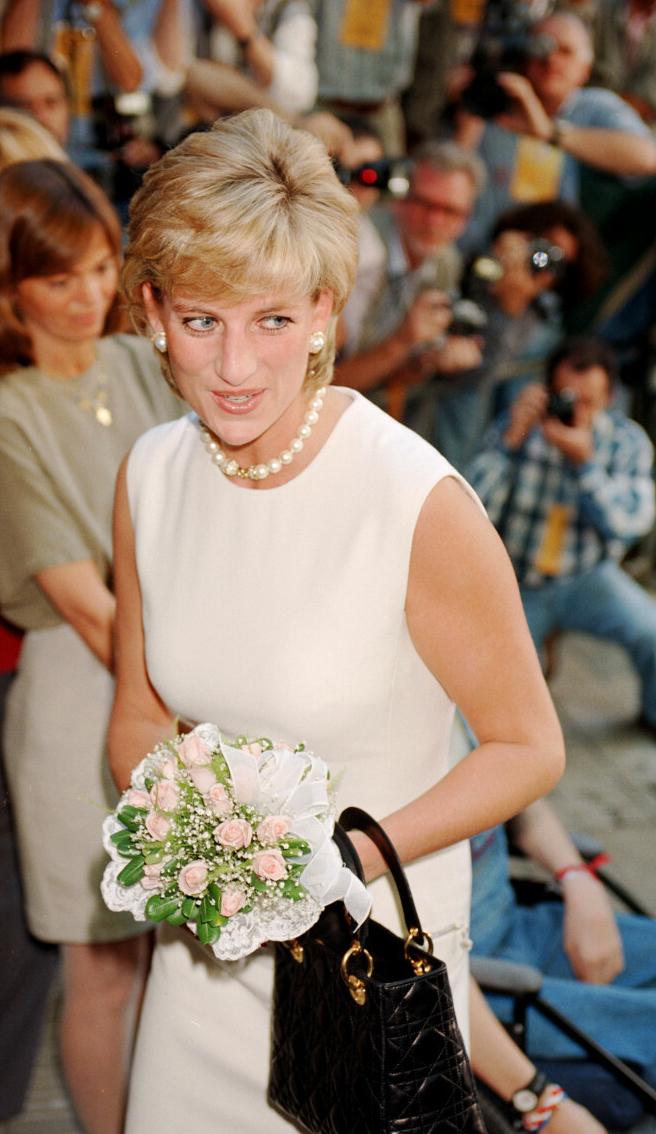 Księżna Diana z torebką Christiana Diora