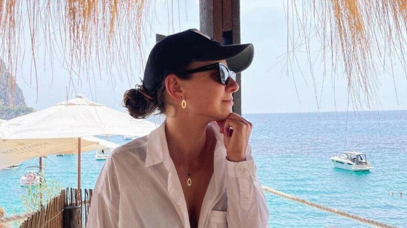 Trendy lato 2021: Anna Lewandowska w modnym kostiumie z Zary