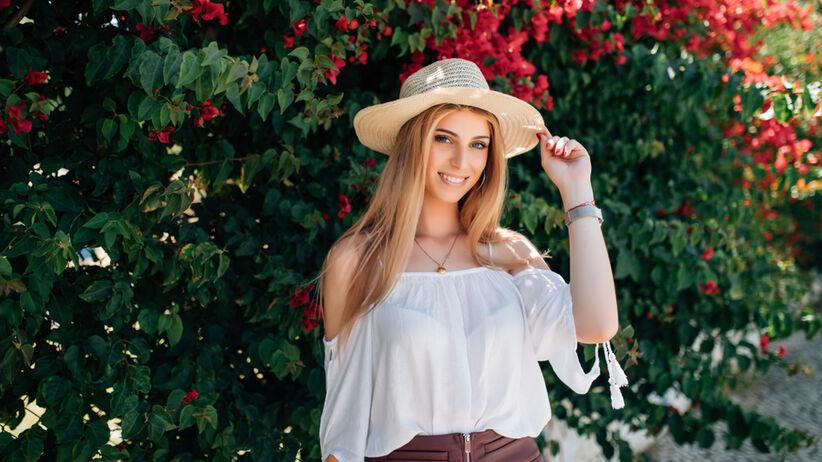 różowa bluzka damska na lato
