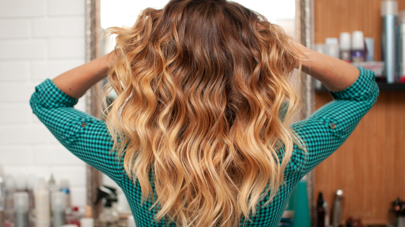 Color sweep hair to najmodniejsza fryzura 2021 roku