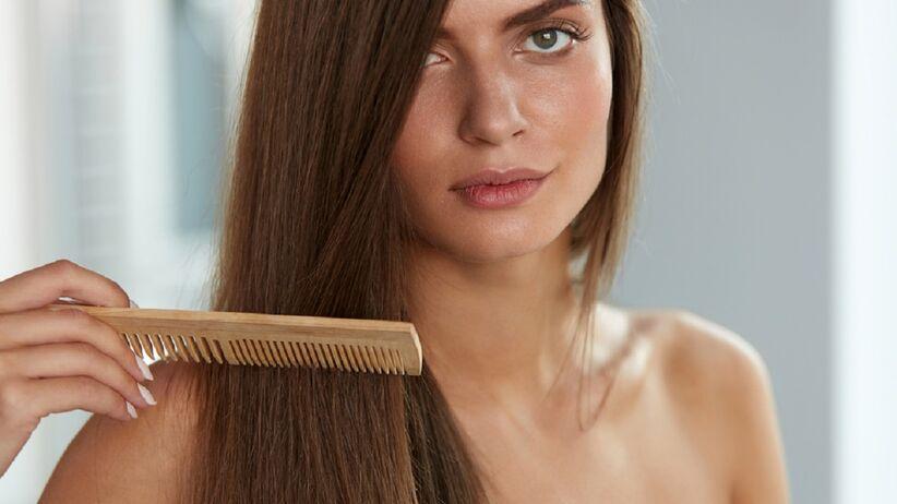 błyszczące włosy
