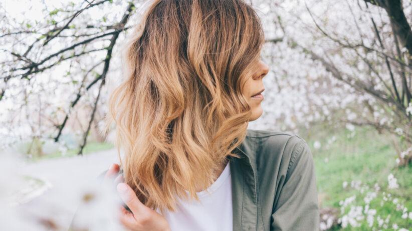 Modna fryzura na lato 2021 - layered bob