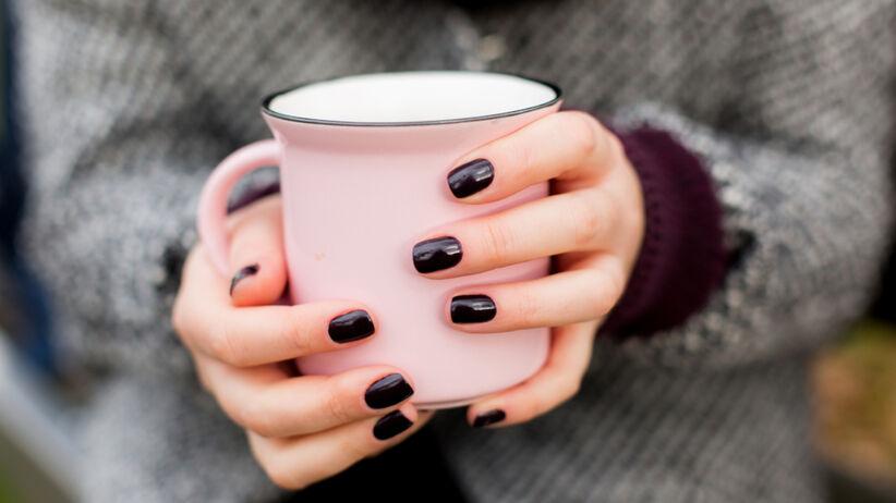 Kolory paznokci, które nikomu nie pasują. Tych barw lepiej unikać