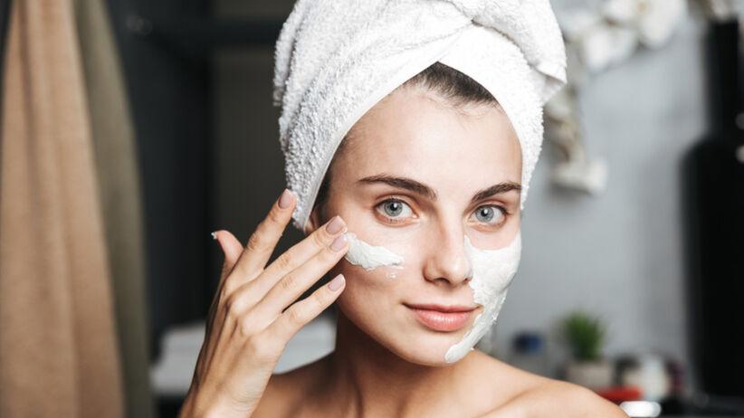 Odmładzająca maska na twarz za 3 zł w Rossmannie. Zawiera retinol i kolagen