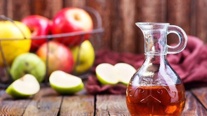 Piła ocet jabłkowy przez miesiąc. Jak to wpłynęło na jej zdrowie i wygląd?
