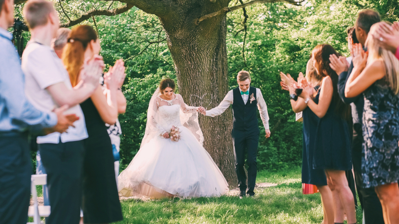 Czego nie zakładać na wesele? Porady dotyczące stroju gości weselnych
