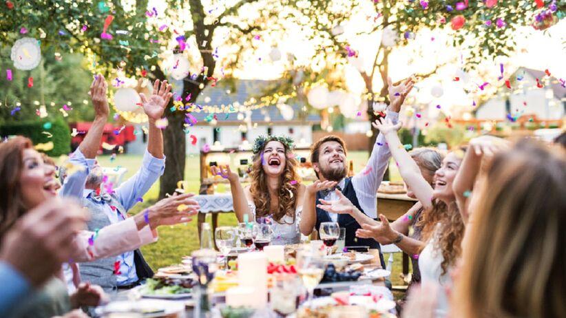 Panna młoda nie chce zaprosić na wesele babci przyszłego męża. Internauci w szoku