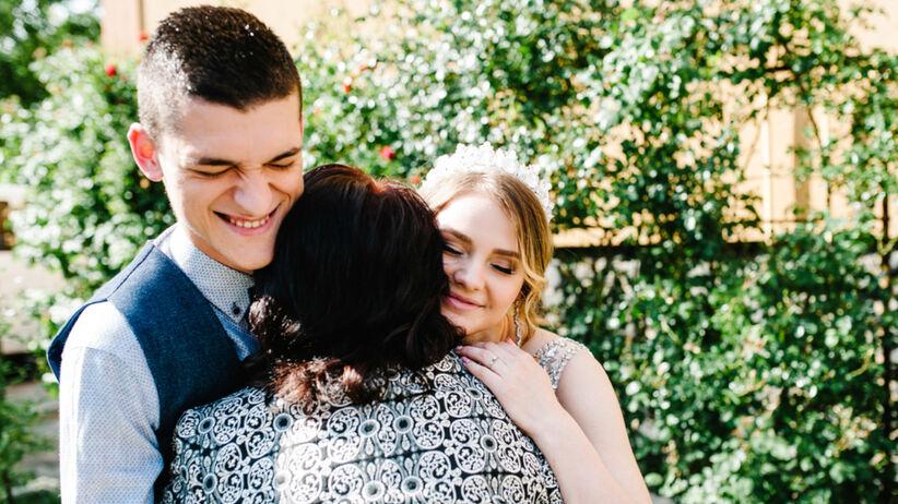 Panna młoda szuka partnera na ślub dla teściowej. Płaci 1000 dolarów