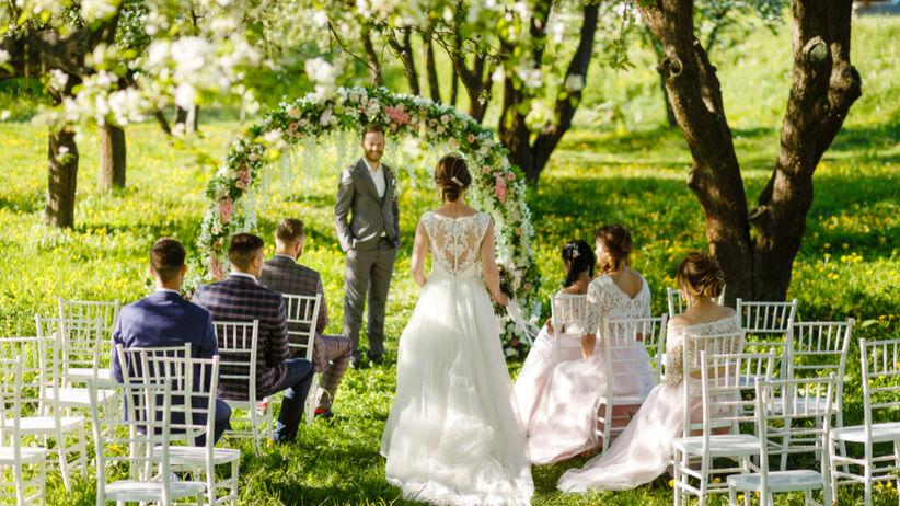 Rodzina pana młodego nie przyszła na ślub przez suknię panny młodej