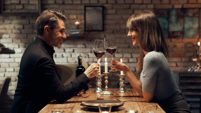 Jak sprawić, by ktoś się zakochał? Ta technika z TikToka jest niebezpieczna
